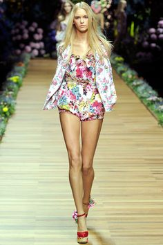 See the complete D&G Spring 2011 Ready-to-Wear collection.