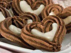 Srdíčka plněná bílou čokoládou. Czech Recipes, Russian Recipes, Christmas Baking, Christmas Cookies, Meringue Cookies, Sweet Cookies, Macaroons, Biscotti, Cookie Recipes