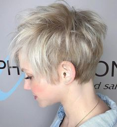 70 Best Short Pixie Cut Hairstyles 2019 - Cute Pixie Haircuts for Women We guarantee you that they are extremely an extraordinary gathering of the Best Short Pixie Hairstyles 2019 in the mold drift for you. Cute Pixie Haircuts, Short Choppy Haircuts, Pixie Hairstyles, Haircut Short, Layered Hairstyles, Short Choppy Layered Hair, Short Hair Cuts, Short Hair Styles, Shaggy Pixie Cuts