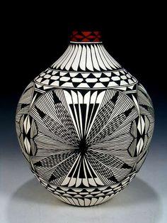 Ceramics in black and white Ceramic Pottery, Pottery Art, Ceramic Art, Native American Pottery, Native American Art, American Indians, Pueblo Pottery, Navajo Pottery, Pottery Patterns