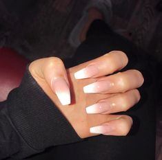 Ombré nails have been my obsession 😍 tag a friend who would love these (it& acrylic powder with a clear coat that gives the ombré effect, not polish) Source by alexandraminow - Acrylic Nail Powder, Clear Acrylic Nails, Clear Nails, Powder Nails, Hair And Nails, My Nails, Nagel Hacks, Super Nails, Artificial Nails