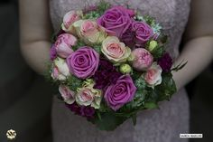 Heiraten in der Kurfürstlichen Burg Eltville. Bouquet Wedding Detail shot. Hochzeitsfotografie Rheingau Wedding Photographer Saskia Marloh http://hochzeitsfotografierheingau.com http://www.saskiamarloh.com
