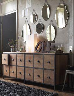Give Your Rooms Some Spark With These Easy Vintage Industrial Furniture and Design Tips Do you love vintage industrial design and wish that you could turn your home-decorating visions into gorgeous reality? Industrial Mirrors, Vintage Industrial Furniture, Industrial Style, Painted Furniture, Diy Furniture, Furniture Design, Bedroom Furniture, Furniture Stores, Furniture Online