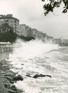 Mesmo dentro da Baía da Guanabara, a Praia do Flamengo sofria com ressacas, cujas ondas levavam areia para as pistas 20/09/1957