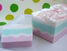 Birthday cake soap tutorial : Easy, made from melt and pour soap.