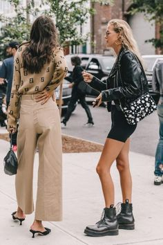 Nadire Atas on the Heart of Fashion Collage Vintage Street Style from New York Fashion Week Street Style New York, Looks Street Style, Looks Style, My Style, Street Style 2018, Autumn Street Style, Fashion Mode, Korean Fashion, Fashion Outfits