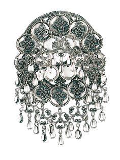 sølje til min bunad Traditional Dresses, Traditional Art, Norwegian Clothing, Norwegian Style, Norse Vikings, Bridal Crown, Samara, Folk Costume, Wedding Looks