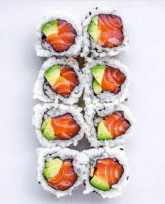 Make Sushi Photo I Love Food, Good Food, Yummy Food, Sushi Comida, Sushi Party, Sushi Lunch, Hotel Food, Sushi Recipes, Food Goals