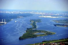 07.06.2013, HAMBURG: Luftaufnahme - Hafencity, FOTO: Elbe, Insel