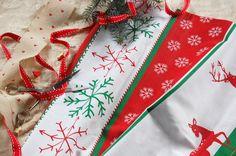 Tkanina bawełniana wzór świąteczny w renifery i śnieżynki fabric red and green christmas pattern snow flakes&rendeers Christmas Fabric, Fabrics, Gift Wrapping, Gifts, Etsy, Tejidos, Gift Wrapping Paper, Presents, Wrapping Gifts