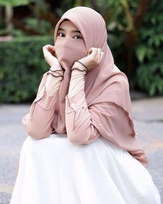 foto wanita bercadar cantik Hijab Niqab, Muslim Hijab, Hijab Chic, Hijab Outfit, Hijab Dp, Anime Muslim, Beautiful Muslim Women, Beautiful Hijab, Beautiful Asian Girls