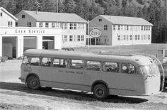 Telemark fylke Tokke kommune, Esso bensinstasjon, buss og skolen 1960-tallet