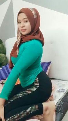Beautiful Hijab, Beautiful Asian Girls, Beautiful Women, Muslim Brides, Muslim Girls, Girl Hijab, Hijab Chic, Hijab Fashion, Asian Woman