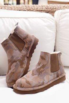 The DREW by BEARPAW made for men and women in stylish camo print.