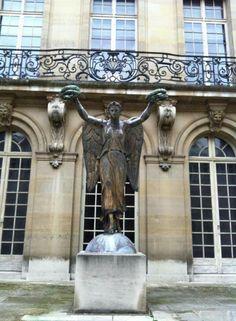 Boston College, Paris France