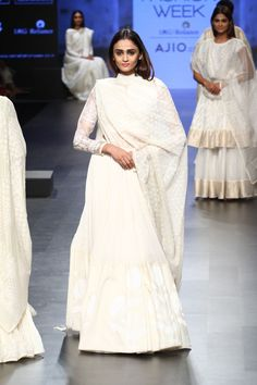 Gaurang at Lakmé Fashion Week Summer/Resort 2017 Lakme Fashion Week, Fashion 2017, Couture Fashion, Women's Ethnic Fashion, Asian Fashion, Indian Attire, Indian Wear, Pakistani Outfits, Indian Outfits