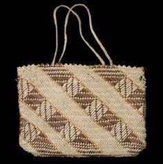 kete muka     hetet collection Flax Weaving, Basket Weaving, New Zealand Flax, Maori Designs, Bamboo Art, Pattern And Decoration, Folk Clothing, Maori Art, Weaving Patterns