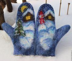 Купить или заказать Варежки валяные 'Снеговик' в интернет-магазине на Ярмарке Мастеров. Уютные валяные варежки со сказочным зимним сюжетом. выполненным в технике живопись шерстью и мокрое валяние. Варежки тепленькие, комфортные, яркие. Отличный подарок как себе, так и близким. Варежки дополнены вышивкой и бисером.Ладонь и палец положены для прочности вискозой. Выполню на заказ любого размера, а также можно пофантазировать и с сюжетом по Вашему желанию.