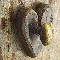 Poignée de porte dans coeur en bois pour faire un patère !!!! LOVE !