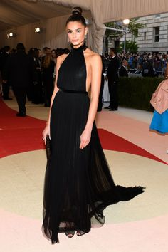 Vogue - Met Gala 2016: Fashion - Live from the Red Carpet - Taylor Hill in a Topshop dress, Coomi jewelry, and Jimmy Choo bag