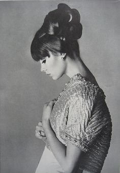 Lovely and sophisticated hair - Jean Shrimpton shot by David Bailey in Vogue 1963.