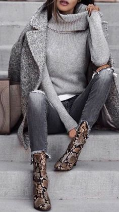 Outfit fall Love this minimalist outfit with attention focused on awesome snake pattern ankl. Love this minimalist outfit with attention focused on awesome snake pattern ankle boots. Winter Outfits For Teen Girls, Casual Fall Outfits, Fall Winter Outfits, Autumn Winter Fashion, Autumn Casual, Dress Casual, Formal Dress, Casual Shoes, Winter Chic