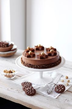 Mousse al cioccolato su streusel di Pan di Stelle - Deliziosa Virtù Flan, Sweet Recipes, Cake Recipes, Dessert Presentation, Mousse, Big Cakes, Gelato, Nutella, Chocolate Cake