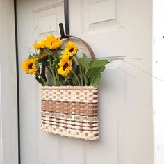 I love fresh flowers and (of course) I love baskets too! Putting them together has been on theto-do list for quite some time. Enter the POSY POCKET. The POSY POCKET hangs on the door via a door hanger (aka the off season wreath han...