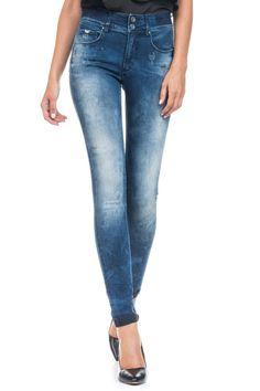 O segredo mais bem guardado da Salsa. Proporcionando um eficaz efeito de barriga para dentro, estes são os mais confortáveis e enaltecedores jeans de cinta alta. O design dos bolsos traseiros e o suave efeito push-up dão-lhe um visual moderno.