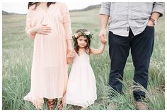 Maternity Bohemian Photography Posing Outdoors| Rustic and Bohemian Maternity Photography| Natural and Modern Maternity Photography by Miranda North