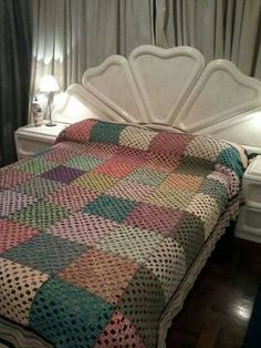 Discover thousands of images about ergahandmade: Crochet Shawl + Diagram + Free Pattern + Vid Crochet Afghans, Crochet Bedspread, Crochet Quilt, Afghan Crochet Patterns, Crochet Squares, Crochet Baby, Crochet Shawl Diagram, Best Baby Blankets, Granny Square Blanket