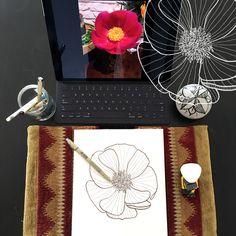 Day 8 #30ideas30days #illustration #flowers #blackandwhite #drawing #patternly.design #30ideias30dias #ilustração #flores #pretoebranco #desenhoobservacao #decolalab2016 #oficinaamandamol 