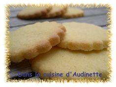 Quelques semaines/mois avant Noël, j'essaie toujours de tester des recettes de sablés. Là, j'ai essayé une recette trouvée dans le livret du robot pâtissier Krupps (que je n'ai pas car mon équivalent Aldi fait très bien l'affaire !). Ils sont extras en...