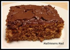 These no-bake bars contain dry vanilla pudding mix, peanut butter, crisp rice cereal, powdered sugar, and melted chocolate. They are AMAZING & so very unhealthy! Just Desserts, Delicious Desserts, Yummy Food, Gluten Free Cakes, Gluten Free Baking, Cheesecakes, Yummy Treats, Sweet Treats, Italian Recipes