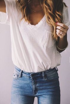 29 The Trendy Jeans Outfits For The Summer – Fashion Accessories Outfit Jeans, Vneck Outfit, White Tshirt Outfit, Mode Outfits, Fashion Outfits, Jean Outfits, Club Outfits, Hijab Fashion, Fashion Ideas