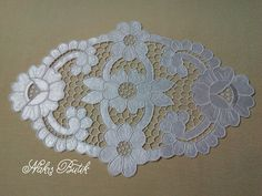 Embroidery Boutique, Cutwork Embroidery, Cut Work, Arte Popular, Table Toppers, Doilies, Fabric Crafts, Stitch, Pattern