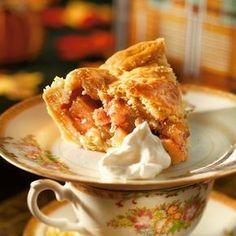 Amerikkalainen omenapiirakka - Crystal's Apple Pie. Food & Style Uura Hagberg Photo Satu Nyström. Maku 6/2010, www.maku.fi