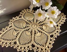 Pineapple Doily, crochet pattern free on Ravelry. This one is just georgeous! Crochet Dollies, Crochet Doily Patterns, Thread Crochet, Filet Crochet, Crochet Stitches, Ravelry Crochet, Crochet Home, Crochet Crafts, Crochet Projects