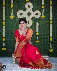 Traditional Southern Indian bride wearing bridal silk saree, jewellery and hairstyle. Indian Bridal Fashion, Indian Bridal Makeup, Indian Bridal Wear, Bride Indian, Kerala Bride, Bridal Sarees South Indian, Indian Wedding Sarees, South Indian Bride Jewellery, South Indian Bride Hairstyle