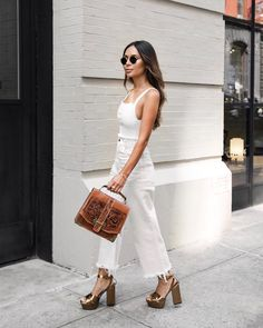 for more Spring Summer Outfit Inspiration Outfits Inspiration, Mode Inspiration, Fashion Inspiration, Trendy Outfits, Summer Outfits, Fashion Outfits, Fashion Trends, Jeans Fashion, Fashion Ideas