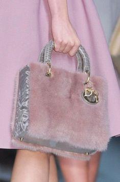 Меховые сумки, важная часть зимнего гардероба