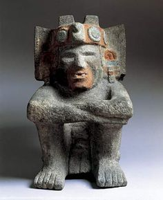 Xiuhtecuhtli, one of the most ancient and important Aztec Gods, who was identified with the life-giving warmth of fire. It was found in the Templo Mayor (Main Temple) of Tenochtitlán. It dates from AD Ancient Aztecs, Ancient Civilizations, Ancient History, Art History, Arte Latina, Colombian Art, Aztec Empire, Inka, Art Premier