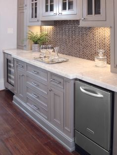 Fantastic Traditional Home Design Inspiration: Sleek Modern Kitchen Glass Tile Backsplash Peralta Residence