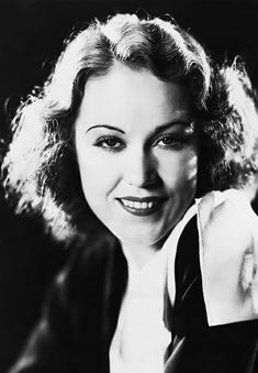 Fay Wray Fay Wray, Scream Queens, King Kong, Vintage Hollywood, Vintage Pictures, Horror Movies, American Actress, Actresses, Sirens