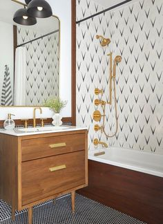 What a gorgeous bathroom design! Give me all the black, brass and wood tones! That tub tile is so fun & funky! Eclectic Bathroom, Modern Bathroom Design, Bathroom Interior Design, Neutral Bathroom, Bathroom Designs, White Bathroom, Scandinavian Bathroom Design Ideas, Funky Bathroom, Modern Vintage Bathroom
