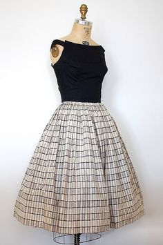 Vintage Fashion: love this classic sleeveless dress with navy top and pattern bottom.