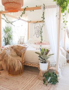 30 Gorgeous Bohemian Bedroom Decor Ideas - Gone were those days when people lived in houses with just white painted walls, regular bulbs, and marriage and family photos in standardized photo fr. Source by kayedoeslogos bohemian bedroom Bohemian Bedroom Decor, Boho Living Room, Earthy Bedroom, Boho Teen Bedroom, Modern Bohemian Decor, Hippie Home Decor, Modern Bohemian Bedrooms, Bohemian Apartment Decor, Whimsical Bedroom