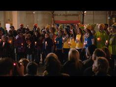 """Microsoft-Team singt Ständchen für NY Apple Store Mitarbeiter - https://apfeleimer.de/2015/12/microsoft-team-singt-staendchen-fuer-ny-apple-store-mitarbeiter - Die Mitarbeiter des New Yorker Microsoft Stores haben ebenfalls die Xmas-Holiday Season eingeleitet und eine wirklich witzige Aktion durchführt. So zogen die Microsoft-Mitarbeiter am 16. November gemeinsam zum nahegelegenen Apple Store, um dort den """"Freunden von Apple"""" ein kleines Weih..."""