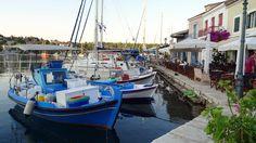 Myrtos è la regina di tutte e considerata da alcuni la più bella spiaggia d'Europa con il suo chilometro di ciottoli bianchi e il paesaggio mozzafiato. Se visiti Cefalonia non puoi perderti nemmeno l'Andrea Limeni, Aghia Efimia, Alaties e Karavomilos. http://www.jonas.it/grecia_itaca_in_barca_307.html
