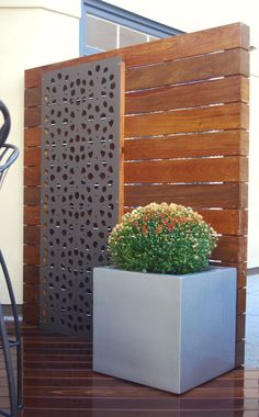 27 Awesome DIY Outdoor Privacy Screen Ideas with Picture It feels wonderful having a beautiful patio or backyard garden, but you still need some privacy on your own home. That's why it's necessary to have an outdoor privacy screen. Garden Privacy, Backyard Privacy, Privacy Fences, Backyard Landscaping, Landscaping Ideas, Backyard Ideas, Privacy Screen Outdoor, Deck Privacy Screens, Privacy Wall On Deck